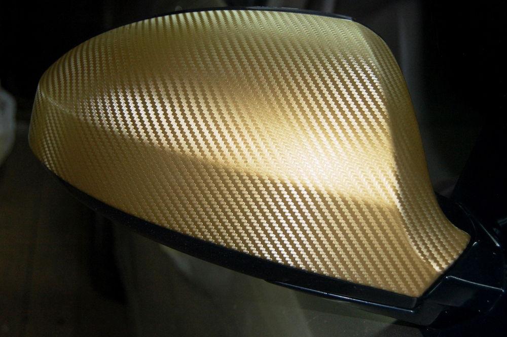 Автомобильное зеркало в золотой карбоновой пленке