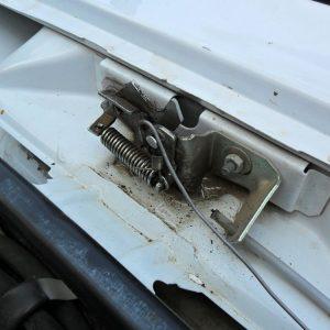 Тросик капота на ВАЗ-2109