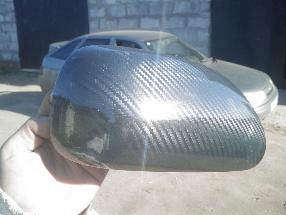 Автомобильное зеркало в карбоновой пленке