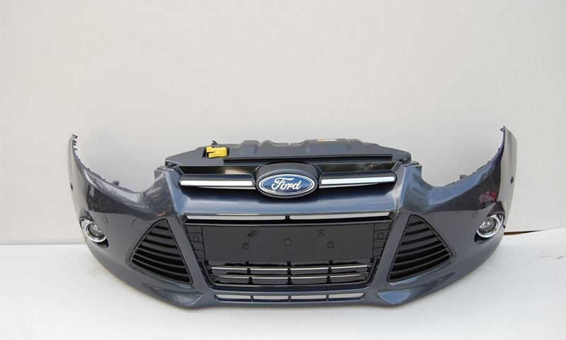 Передний бампер Ford Focus 3