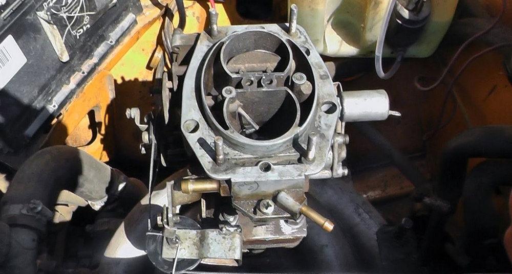 Карбюратор ВАЗ-2103 в автомобиле