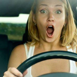 Страх девушки за рулем