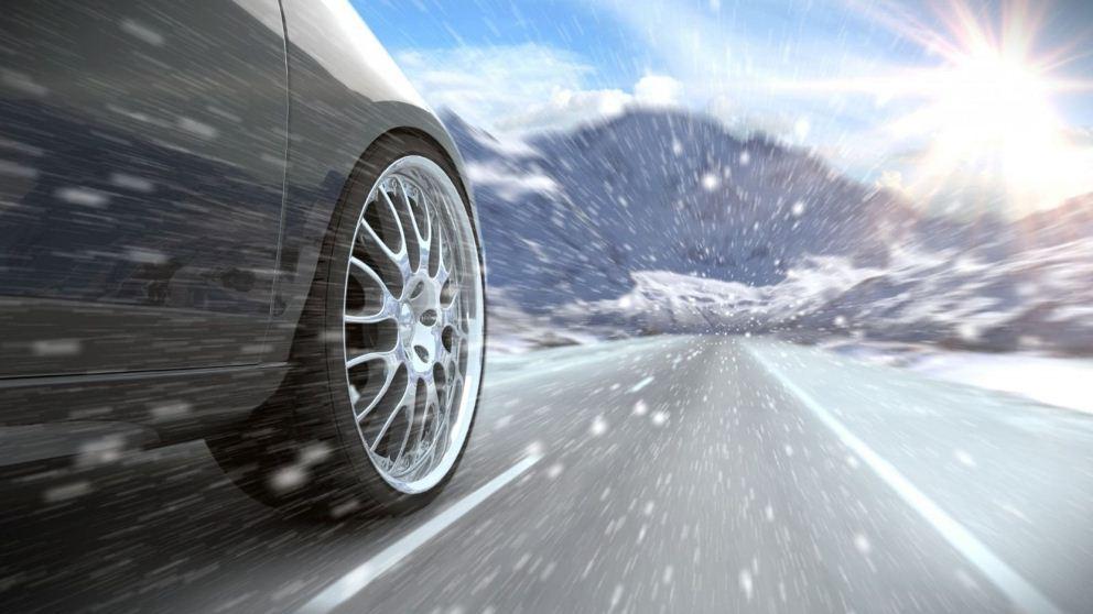 Дорожная разметка на зимней дороге