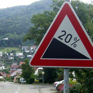 Дорожные знаки «Крутой спуск» и «Крутой подъём»