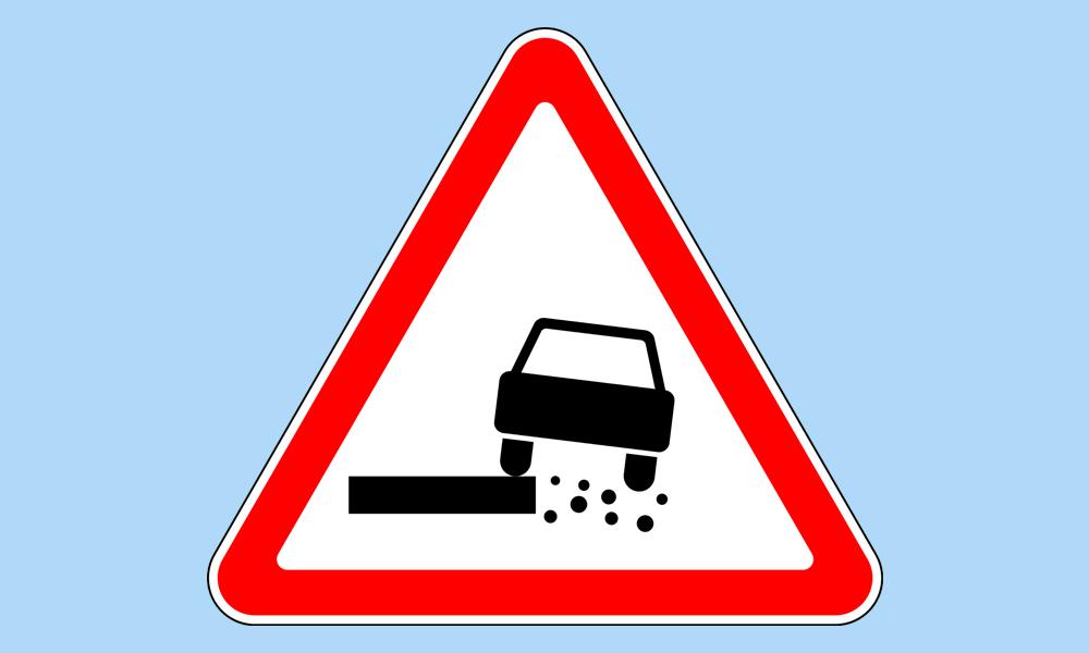 Дорожный знак «Опасная обочина»