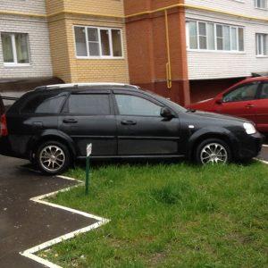 Парковка на тротуаре или во дворе возле дома