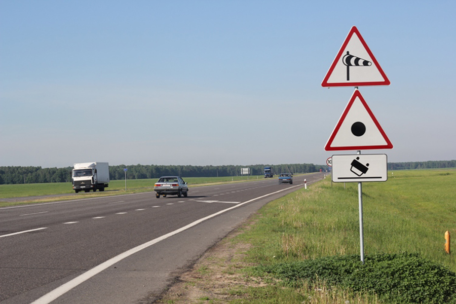 Дорожный предупреждающий знак «Боковой ветер»