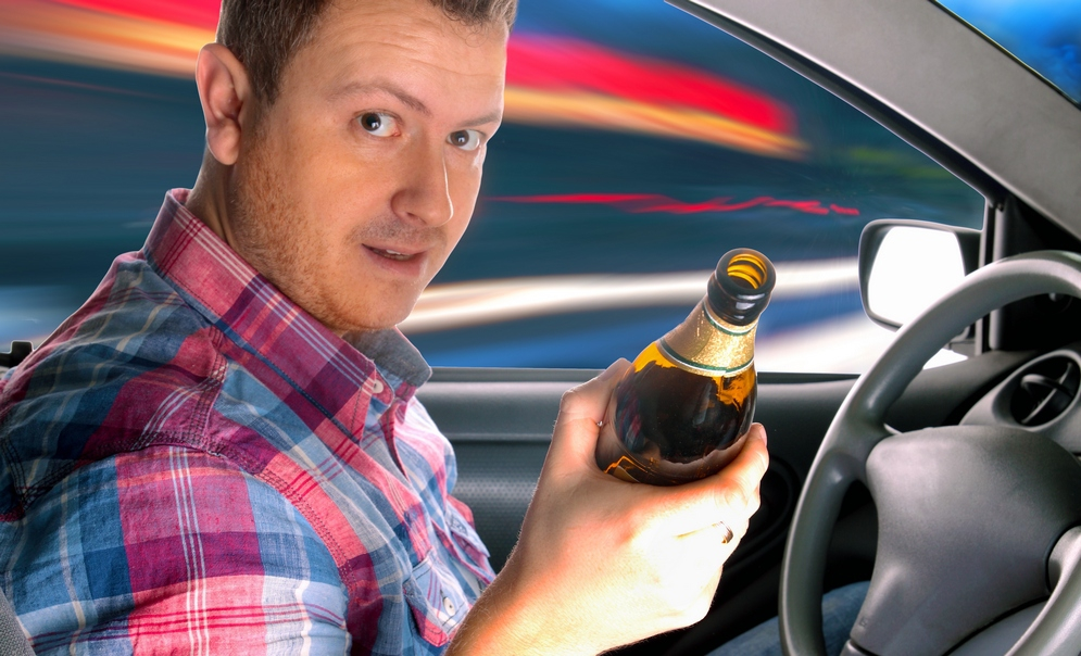 Можно ли выпивать в припаркованной машине