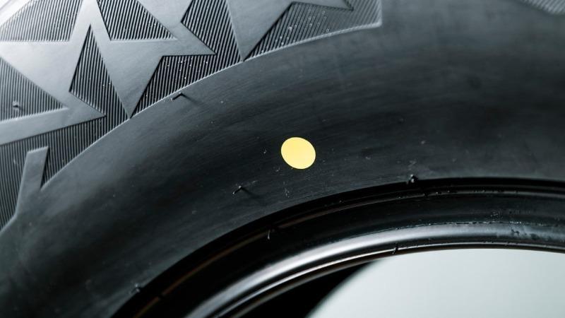 Желтые красные цветные метки на шинах что означают эти точки